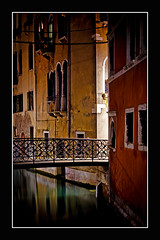 Sound of silence (Markus Messner) Tags: world europe italy venice travel city famous symbol history old middleages renaissance unesco worldheritagesite silence canal night perishable romatic architecture canon eos dslr fullframe 5dmarkii welt europa italien venedig reise stadt berühmt romantisch geschichte alt weltkulturerbe stille kanal kanäle nacht verfall architektur spiegelreflex vollformat 141 141pictures markusmessner