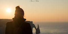 coucher de roche et de vie (ALVAREZ Anthony) Tags: etretat plage falaise soleil coucher landscape paysage sun france french normandie sable sunset beach