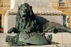Trapani, Piazza Giuseppe Garibaldi, Löwe am Garibaldi-Denkmal (lion at the Garibaldi Monument) (HEN-Magonza) Tags: trapani sizilien sicily sicilia italien italy italia piazzagiuseppegaribaldi garibaldidenkmal monumenttogiuseppegaribaldi