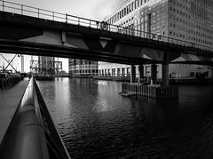 Canary Wharf (JoNeithe) Tags: canary wharf london monochrome blackandwhite blancetnoir blancoynegro blackwhite water bridges