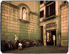Casa Beethoven (Ar@lee) Tags: barcelona catalunya airelibre barcelonaexperience bordeparafotos d50 espectrecomplet exteriors fotografíainfrarroja fullspectrum filtre720nm photographyinfrared ir nikond50 paisajeurbano street paisatgeurbá ramblas música librería any1880 casabeethoven