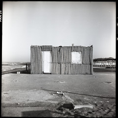 (It Runs And It Breathes) (Robbie McIntosh) Tags: rolleiflex rolleiflex28e rolleiflex28e2 rolleiflexplanar28e carlzeissplanar80mmf28 tlr 120 mediumformat 6x6 square negative film filmisnotdead moyenformat mittelformat medioformato pellicola selfdevelopment dyi homedevelopment bw blackandwhite monochrome newtopography newtopographics landscape trailer castelvolturno castevolturno adoxpan25 adox studional house door hut sea