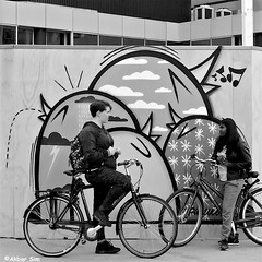 Birds, girls and bicycles (Akbar Simonse) Tags: rotterdam holland netherlands nederland streetart pinwin lastplak people girls candid bicycles fietsen zwartwit bw blancoynegro bn monochrome vierkant square streetphotography streetshot straatfotografie straatfoto akbarsimonse
