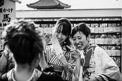 Japon 2013_0213 - 439.jpg (Sb's Place) Tags: voyage travel argentina temple buenosaires kyoto ar expressions asie japon position immeuble batiment voyages noirblanc urbain immeubles sourir activit prendreenphoto habittraditionnel voyagefamilial posermodele