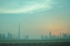 albeggia. (Clemente De Muro) Tags: blue red azul skyline dubai rich towers emirates arab cielo silohuette torri emirati emiro skycreeper sunrissun