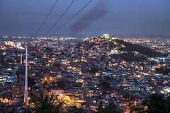 DSC_9552 (Martinusso) Tags: luzes favela morro bondinho anoitecer comunidade telefrico barraco complexodoalemo telefricodoalemo