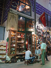 Grand Bazaar, Istanbul, Turkey (Ferry Vermeer) Tags: game men shop shopping market candid flag trkiye streetlife indoor games istanbul turquie trkorszg trkei shops bazaar turkishflag istambul turkije turquia ba