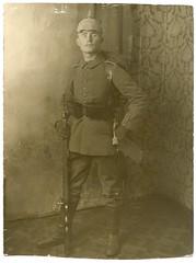 (Kaïopai°) Tags: portrait soldier army war uniform gun wwi krieg german ww1 allemagne worldwar soldat saxon soldaten armee germay oorlog riffle weltkrieg soldato alleman gewehr pickelhaube kaiserreich überzug granguerre