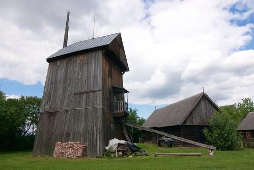 Koźlak ze wsi Bochlewo w skansenie w Gosławicach