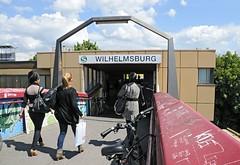 94_9758 Eingang zur S-Bahn-Haltestelle Wilhelmsburg; es ist geplant, den Bahnhof und die Zugänge zu renovieren und umzubauen. (christoph_bellin) Tags: freie hansestadt hamburg stadtteil wilhelmsburg bezirk hafenbezirk gewerbegebiet kanal elbe norderelbe süderelbe insel bilder fotos fotografie stadtportrait eingang sbahnhaltestelle geplant bahnhof zugänge renovieren umbauen