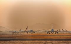 SCL trafico (CapiFlY) Tags: aeropuerto arturo merino benitez scl pista trafico traffic runway plane latam american airlines 35mm sunset d750 santiago chile