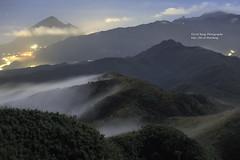 五分 Mt.Wufen, Taiwan _IMG_2922 (阿Len) Tags: 五分山 五分山氣象站 mtwufen wufenshan 雲霧 基隆山 雞籠山 mtkeelung mountain mist fog light 低海拔山區 6d 霧 70300 小小黑 ef70300mmf456isusm