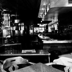 Il n'y a personne pour lire le journal du jour ?... (woltarise) Tags: café intérieur journal reflets montréal