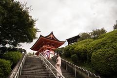 last look (MrtBzts) Tags: kyoto kiyomizudera japan nikon d7200 tamron temple red stairs look traditional clothes