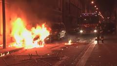الشرطة الفرنسية تقاوم احتجاجات عنيفة في باريس (ahmkbrcom) Tags: باريس