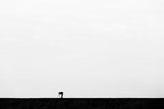 Der Fotograf (Gruenewiese86) Tags: hamburg urlaub fotograf photographer schwarz weis black white minimal minimalismus germany german deutschland deutsch amrum canon 70200
