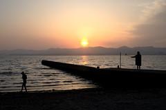 Each Thought(それぞれの思い) (daigo harada(原田 大吾)) Tags: silhouette kanzanji lake hamana 浜名湖 舘山寺 シルエット sunset 夕日 people