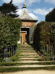 Gazebo II, Hidcote Manor Garden, Gloucestershire, 3 April 2017 (AndrewDixon2812) Tags: hidcote manor garden nationaltrust cotswold cotswolds chipping campden gloucestershire steps doorway gazebo lawrence johnston