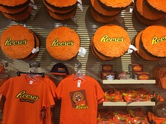 Hershey's Chocolate World (Like_the_Grand_Canyon) Tags: las vegas nevada candy sweet hersheys kisses chocolate world shop reeses usa us america united states amerika spring 2017 vacation traveling