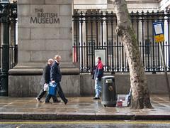 British Museum Main Entrance Gateway (Fotorob) Tags: verenigdkoninkrijk engeland voorwerpenoppleinened muur hekpijler architecture erfscheiding greaterlondon hek smirkesydney england architectura architectuur londonboroughofcamden