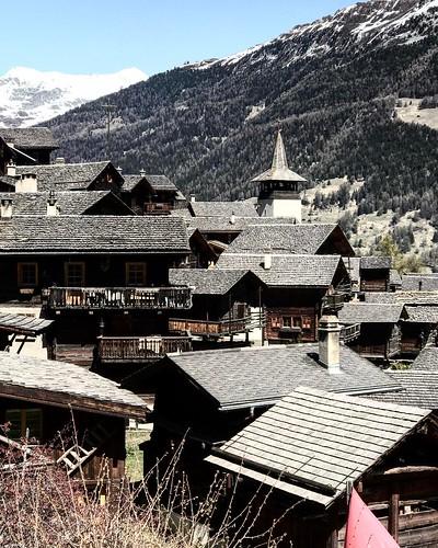 """""""Les toits noirs de Grimentz"""" ⚪️⚪️⚪️⚪️⚪️ ⚪️⚪️⚪️⚪️⚪️⚪️⚪️ ⚪️tempus fugit ©pict"""