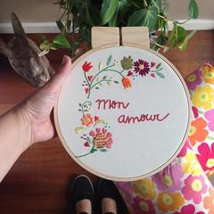 Mon Amour (Carol Grilo • FofysFactory®) Tags: fofysfactory carolgrilo bordado embroidery handmade craft decor decoraçao brasil bastidor quadrinho hoop