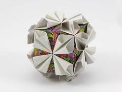 Lelum Polelum Cube (Michał Kosmulski) Tags: origami modular unit cube kusudama lelumpolelumunit colorchange michałkosmulski kamipaper loopkusudama saburokase