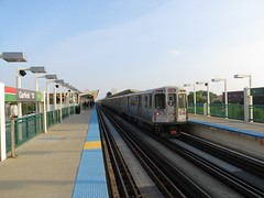 To Ashland/63rd in the evening sun (cta web) Tags: railroad chicago cta trains transit southside redline chicagotransitauthority rapidtransit danryan ctaredline redsouth redlinesouth