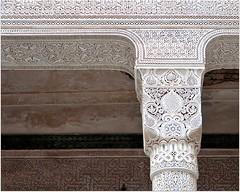 Voilà l'histoire de la gloire et décadence d'un grand seigneur. N'empêche que tout ces détails qu'on observe depuis le début de la visite sont splendides. (Barbara DALMAZZO-TEMPEL) Tags: door castle morocco maroc palais porte pilier kasbah stuc telouet glaouidemarrakech seigneurdelatlas