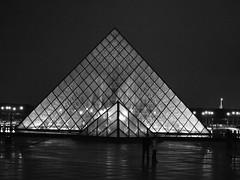 P8257337.JPG (roland) Tags: blackandwhite paris france pyramid louvre rolandtanglaophoto thelouvre ledefrance olympusepl1 epl1jpeg