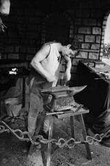 La Forja / The Forge (Shawnito) Tags: bw byn blancoynegro film metal hammer rollei 35mm diy xa2 galicia pel forge rodinal olympusxa2 trade padrn martillo padron pelcula agfarodinal forja gremio film:iso=400 traditionaltrade rolleiretro400s developer:brand=agfa developer:name=agfarodinal film:brand=rollei film:name=rolleiretro400s filmdev:recipe=9011