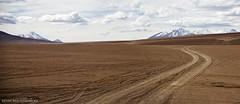 Uyuni road (Kevin Machtelinckx) Tags: travel southamerica canon desert offroad bolivia 7d