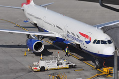 Turnaround: 'SHT18V' (BA1314) LHR-EDI (A380spotter) Tags: turnaround apron forwardcargohold cargo freight scissorlift loadertransporter loader fmc el1202 airbus a321 200 gmedm internationalconsolidatedairlinesgroupsa iag britishairwaysshuttle sht britishairways baw ba sht18v ba1314 lhredi stand501 501 gatea1 t5a terminal5 terminalfive london heathrow egll lhr