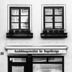 2017-03-28-001-MaMa - Augsburg - CPotC - 0043 - BW00001sr - W1920 (mair_matthias_1969) Tags: augsburg bayern deutschland de lumix panasonic dmcg7 dmcg70 mft microfourthirds g7 g70 lumixg7 lumixg70 nophotoshop keineschmutzigentricks ohneschmutzigetricks nodirtytricks gvario14140f3556 outdoor architektur gebäude architecture building fenster windows