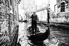 Gondoliere (MaOrI1563) Tags: venezia venice carnevalevenezia venicecarnival 18febbraio2017 maori1563 canale persone gondola gondole
