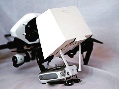 Problemas con el sol al volar tu dron? Evita reflejos en la pantalla de tu iPad con el Sun Hood para DJI Phantom/ Inspire, disponible en @compudemano