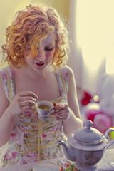 Some tea? (DaisaTJ) Tags: tea doll boneca porcelana blond girl woman mulher menina chá