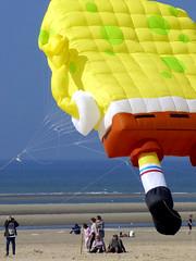 A l'ombre d'un Bob (Join me on Facebook!) Tags: cerfvolant kite mer plage rivage littoral beach sea éponge spongebob
