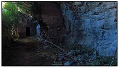 La porta, Molí de Brotons, Vall de Marfà (Castellcir, el Moianès) (Jesús Cano Sánchez) Tags: elsenyordelsbertins canon ixus310hs enunlugardeflickr catalunya cataluña catalonia espanya españa spain barcelonaprovincia moianes castellcir marfa riera gorg poza pond gebracb hiking rural ruines ruinas ruins moli molino excursiomoiavalldemarfa