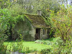 Village Green (The Stig 2009) Tags: bibury house shed garden green village thestig2009 stig 2009 2017 tony o tonyo 17th century cotswold gloucestershire stone