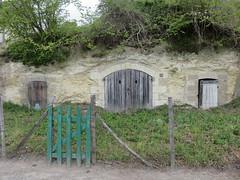 troglodytes (britoune41) Tags: troglo troglodyte troglodytes maison maisons tuffeau calcaire