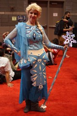 Warrior Elsa (**PhotoSchmoto**) Tags: c2e2 c2e22017 comicon cosplay chicago elsa warriorelsa elsacosplay