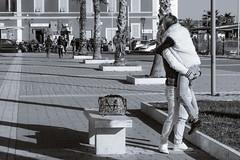 Innamorati - lovers (Luigi Pallara) Tags: canoneos70d sigma1750 giovani youngpeople young people ragazzi guys love amore kindness embrace abbracciarsi abbracci embraces streetphoto fotografiadistrada streetphotography