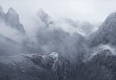 Manfredo y el cazador en el Jungfrau. / Manfred and the hunter in the Jungfrau. (Oscar Martín Antón) Tags: cares soñado nubes niebla montañero romántico onírico gótico poema lordbyron turner friedich caspardavidfriedrich josephmallordwilliamturner