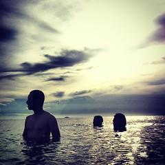 เสี่ยงชีวิตเอาไอโฟนมาถ่ายในทะเล อย่างน้อยจมน้ำแต่มีภาพเด็ดเก็บไว้ สุโก้ยอ่ะ