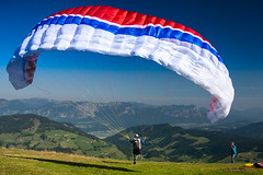 (homerj4y) Tags: mountains alps sport start sterreich wind action wolken berge paragliding alpen wetter gleitschirm flugschule niederau starten wildschnau paraglyding gleiten markbachjoch bayerischeflugschule flugschulepenzberg