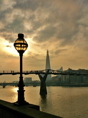 cameraphone city morning urban london thames river sony... (Photo: 35mmMan on Flickr)