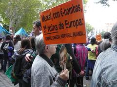 MANIFESTANTES EN NEPTUNO 19O#259 (Jül2001) Tags: protest protesta revolución manifestaciones protestas mareas spanishrevolution 15mayo movimientossociales luchasocial indignados democraciarealya acampadasol movimiento15m