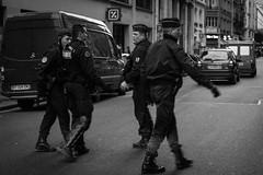Protestos Paris (Inventor de Abismos) Tags: street cidade paris france canon protest police frana egyptian rua egito polcia manifestao passeata protesto demontration morsi trpo fotostrpogmailcom agpcios