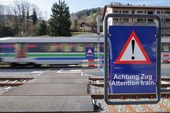 SOB Station Brunnadern-Neckertal (Kecko) Tags: 2017 kecko switzerland swiss schweiz suisse svizzera ostschweiz brunnadern neckertal toggenburg sg public transport railroad railway bahn station bahnhof eisenbahn zug train gefahr danger sign warnschild verkehr europe sob südostbahn swissphoto geotagged geo:lat=47337070 geo:lon=9130350